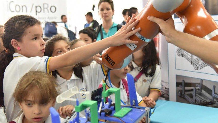 Feria de Tecnología de la UCR reunió a amantes de la innovación